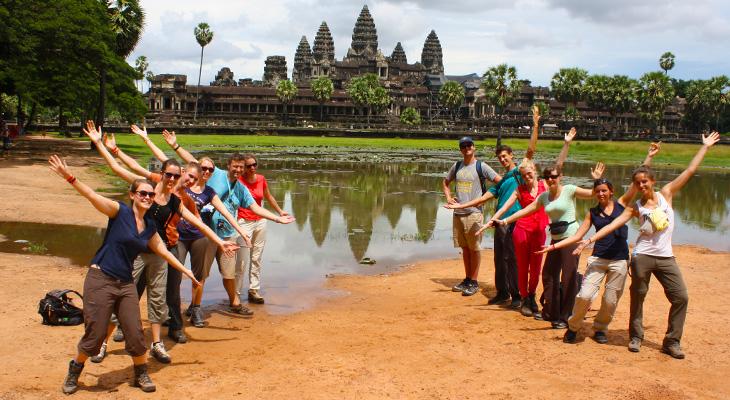 groepsfoto bij ankor wat in cambodja