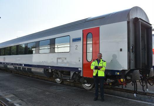 Large_nmbs_zorgt_voor_een_gezonde_werkomgeving_tijdens_het_strippen_van_treinstellen