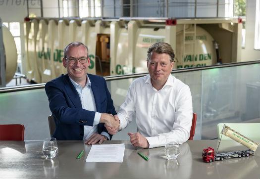 Large_van_den_bosch_transporten_neemt_collegavervoerder_broekema_bulk_over