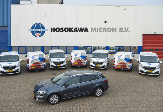 Large_hosokawa_micron_breidt_servicewagenpark_uit