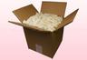 Caja de 8 litros con pétalos de hortensia liofilizados de color blanco.