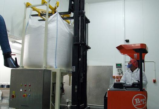 Large_bulk-bag-being-loaded-in-to-the-spiroflow-bulk-bag-discharger