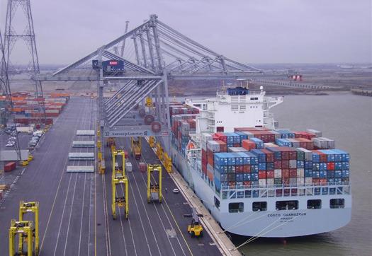 Large_containers_lossen_haven_antwerpen