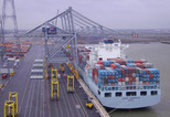 News_big_containers_lossen_haven_antwerpen